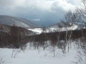 滑降途中、牧場方面を見下ろす。