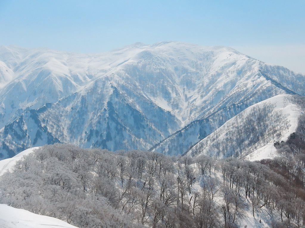 頂上から、平標・仙ノ倉方面