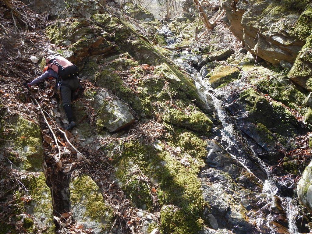 左沢上部の滝をクライムダウン