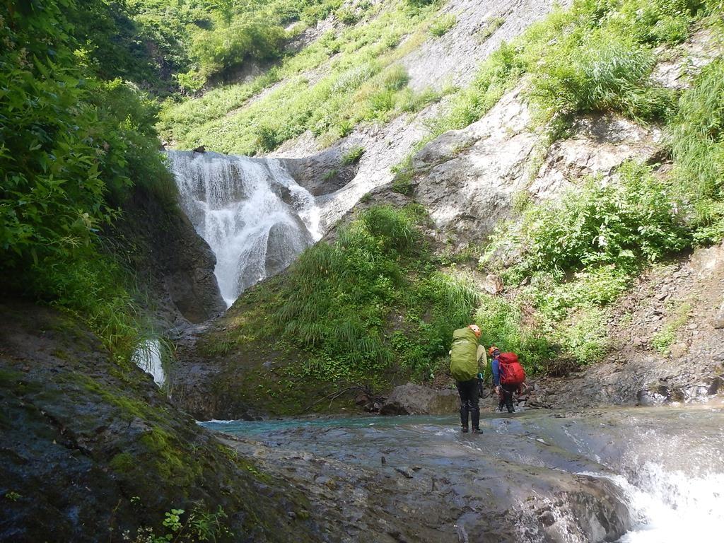 前衛3m滝を従えた15m滝