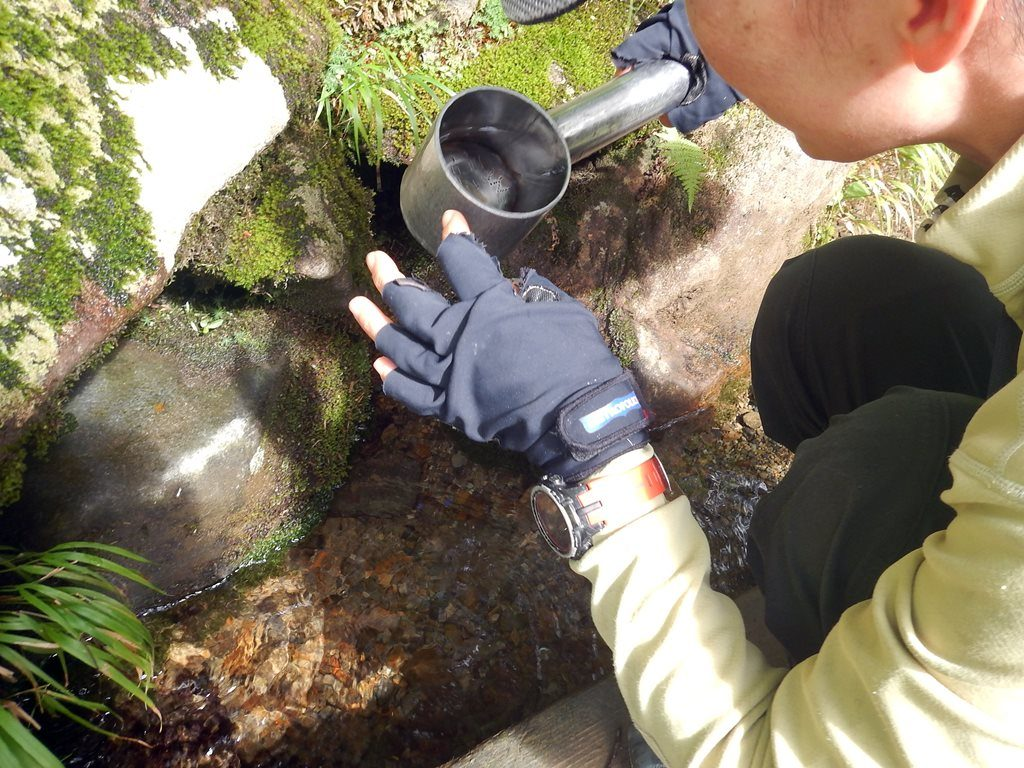 銀明水の水場。頑丈な柄杓が目印です