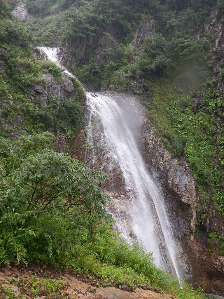 高巻き途中からの大滝