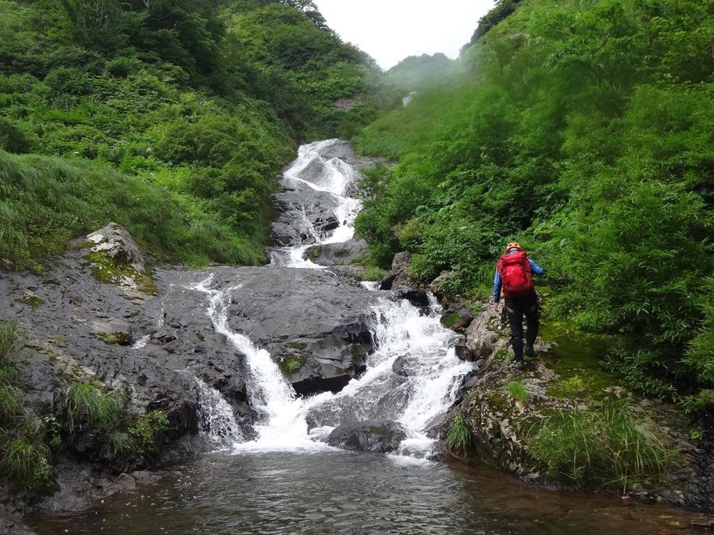 少しヌメるが快適に越えられる3段ナメ滝