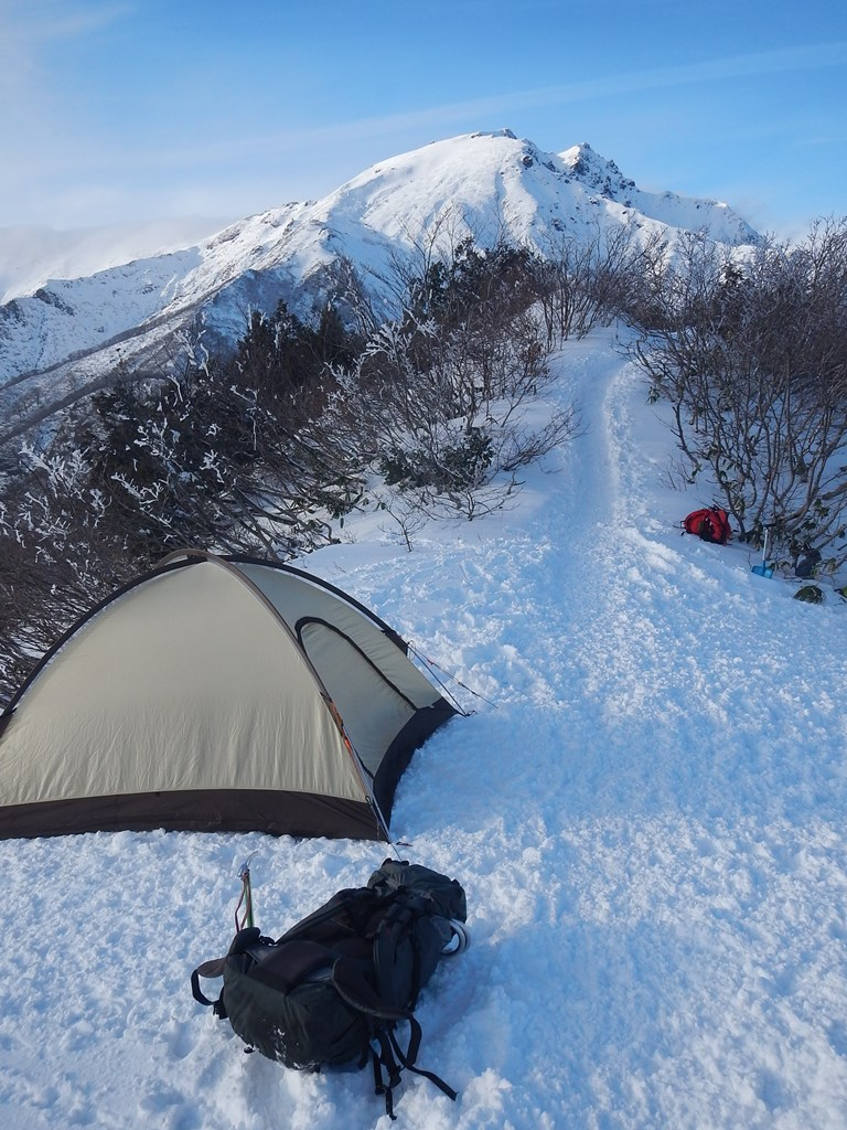天神尾根から谷川岳頂上を望む