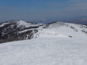 山頂より大戸沢岳方面