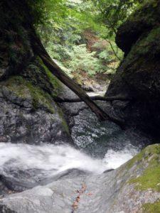 雪割滝上段の斜瀑