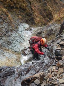 上流部の滝を登る