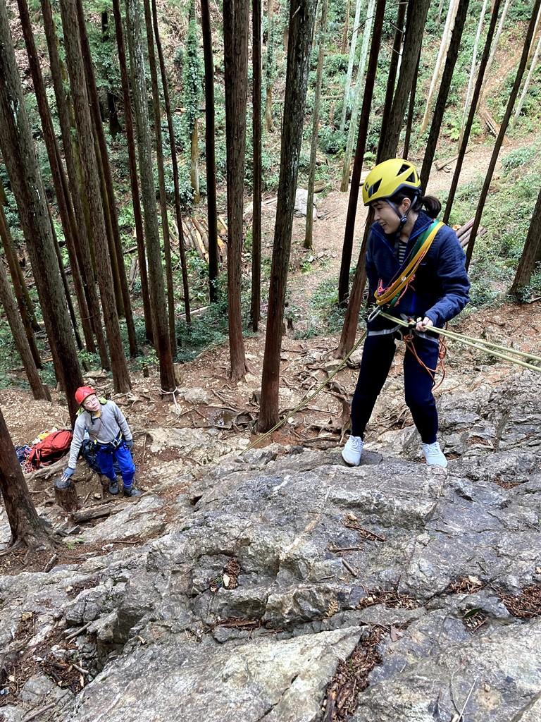 新入会員の岩トレ補講を日和田岩で実施