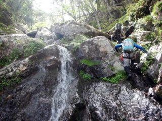 上部まで登れる滝が続く