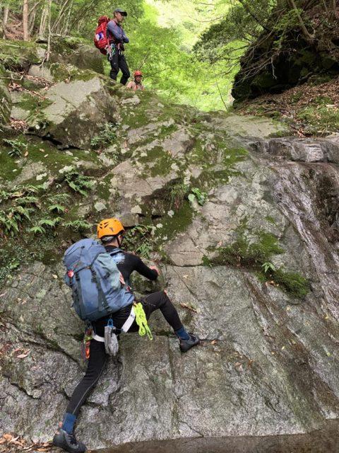 下流部の4m滝を登る