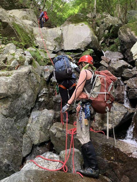 念のためロープを出して登った滝
