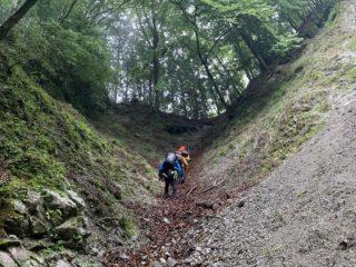 稜線直下の急登