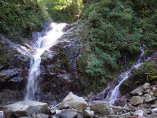 左岸に流入する流れは湧水だ