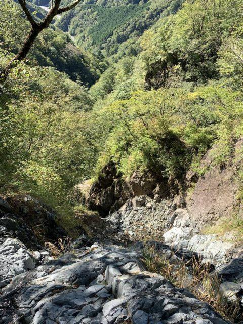 涸棚上の10m滝落ち口から